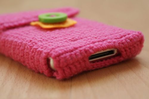 Crochet i pod case connector wire opening for USB web