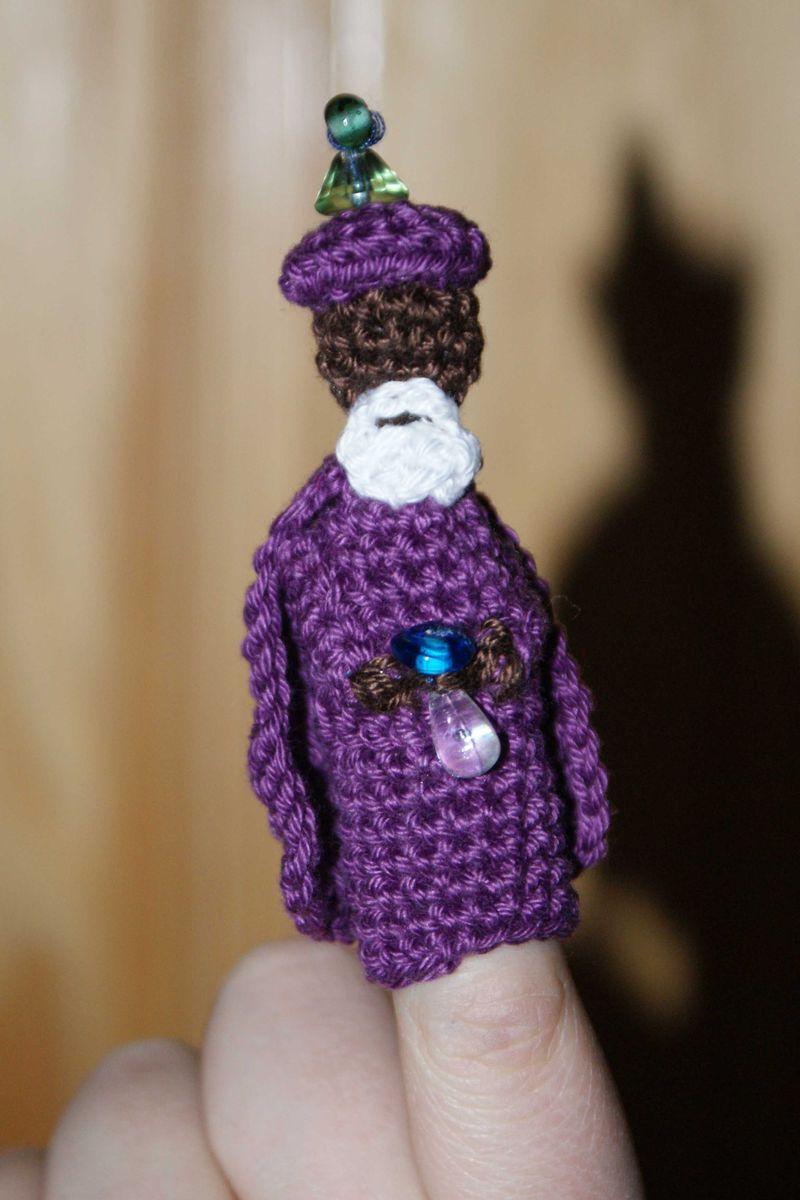 Crochet wise king nativity finger puppet web
