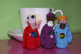 Crochet 3 kings to show scale web