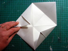 4 FLIP AND FOLD IN CORNERS