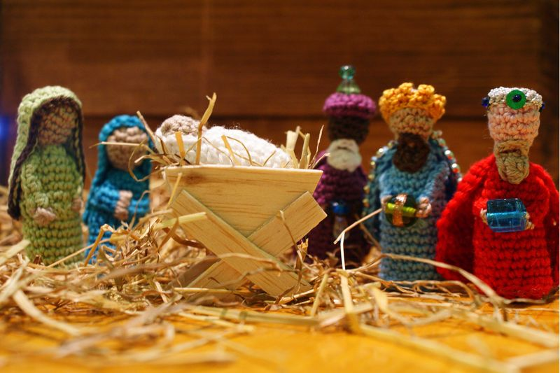 Crochet 3 kings with manger and Mary Joseph web