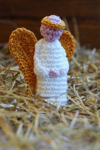 Angel crochet Nativity figure in straw web