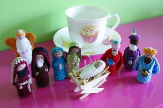 Crochet nativity Set shows scale web