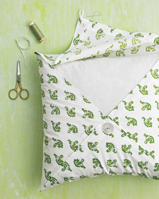 Mld103497_0808_pillow_ht1_l