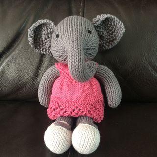LCR elephant sitting